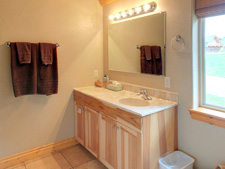 Storm Mountain Cottage Bathroom